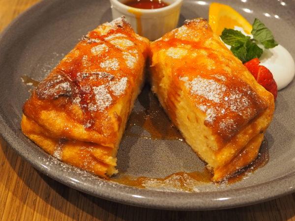 王様の卵のフレンチトースト 極厚食パン 断面